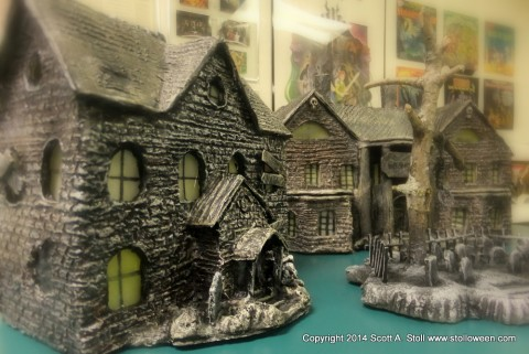HAUNTED BUILDING MINIATURES (8)